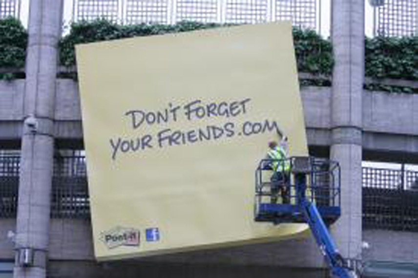 dontforgetyourfriends.com dont forgezt your friends post it giant 5m london liverpool street station 3M anniversaire 30th Post It празднует юбилей гигантскими стикирами