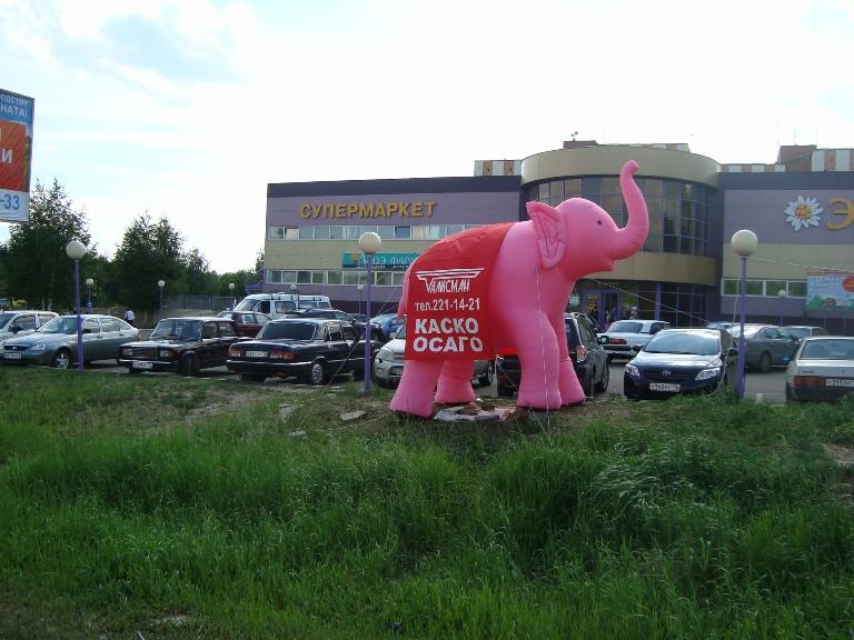 1slon1 В Казани рекламисты надули слонов