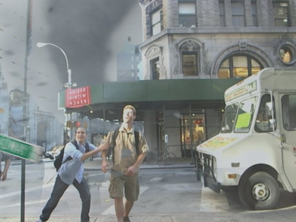 Storm chasers NY discovery channel new season interactive outdoor affichage 3 600x450 Интерактивная витрина погрузит в самое сердце торнадо